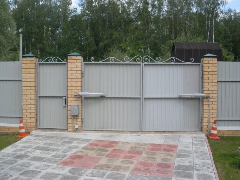 Рулонные ворота с автоматическим приводом